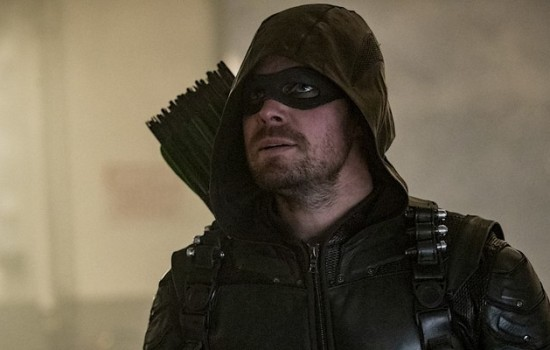 Arrow: Stephen Amell Debunks a Season 7 Prison Rumor