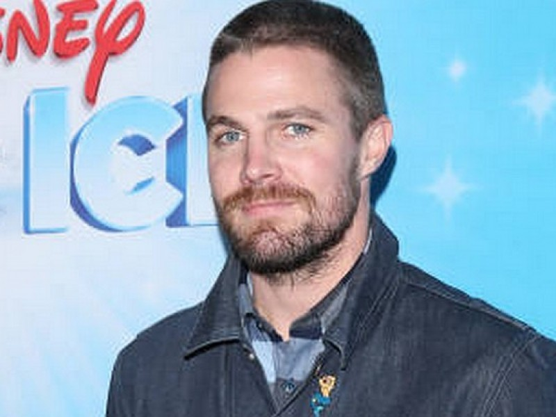 (14 December 2018) Stephen Amell at Disney On Ice Presents 'Dare To Dream'