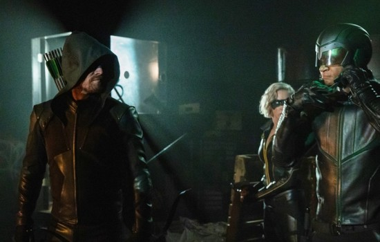 """Arrow: 8.01 """"Starling City"""" Press Release + Promotional Photos"""